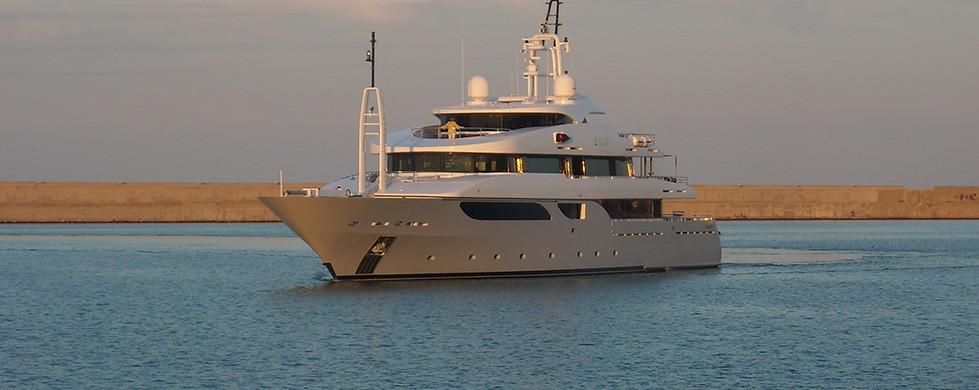 agenzia-marittima-crotone-fratelli-tricoli_yacht01